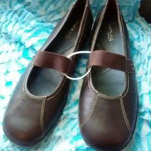 Size 8&1/2 shoes flats by What's What/Aerosoles